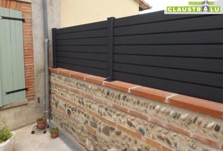 clôture en aluminium sur muret