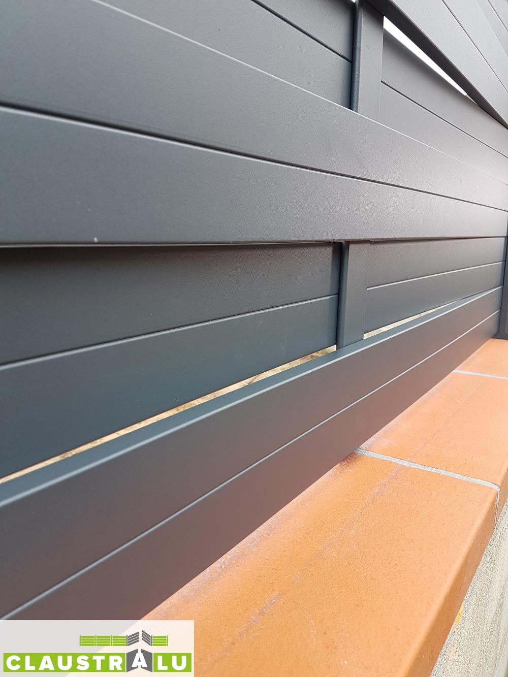 Brise vue en aluminium design tress pour cl turer un jardin for Cloture aluminium anthracite