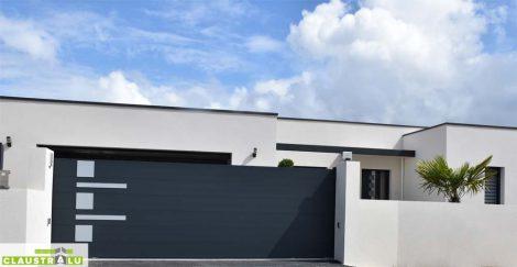 Un portail coulissant en alu design qui s'accorde avec une architecture moderne