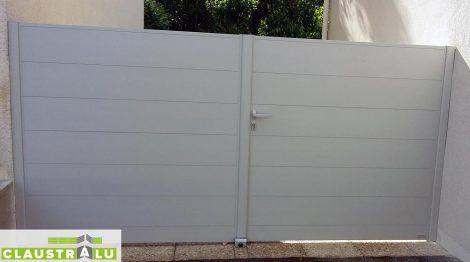 portail-alu-a-deux-vantaux-gris-clair