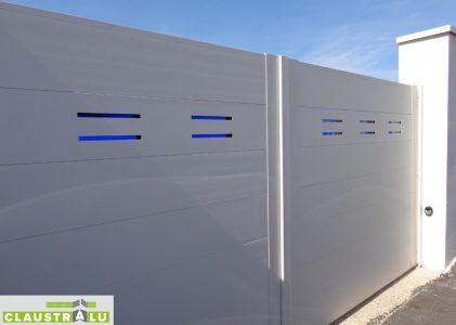 portail moderne battant remplissage bleu