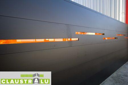 Portail alu OFFSET remplissage Altuglass Orange diffusant