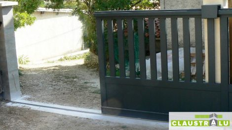 Portail Coulissant Aluminium 2/3 Ajouré