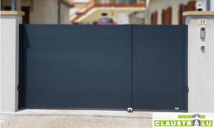 Portail design battant plein lame horizontale vantaux inégaux